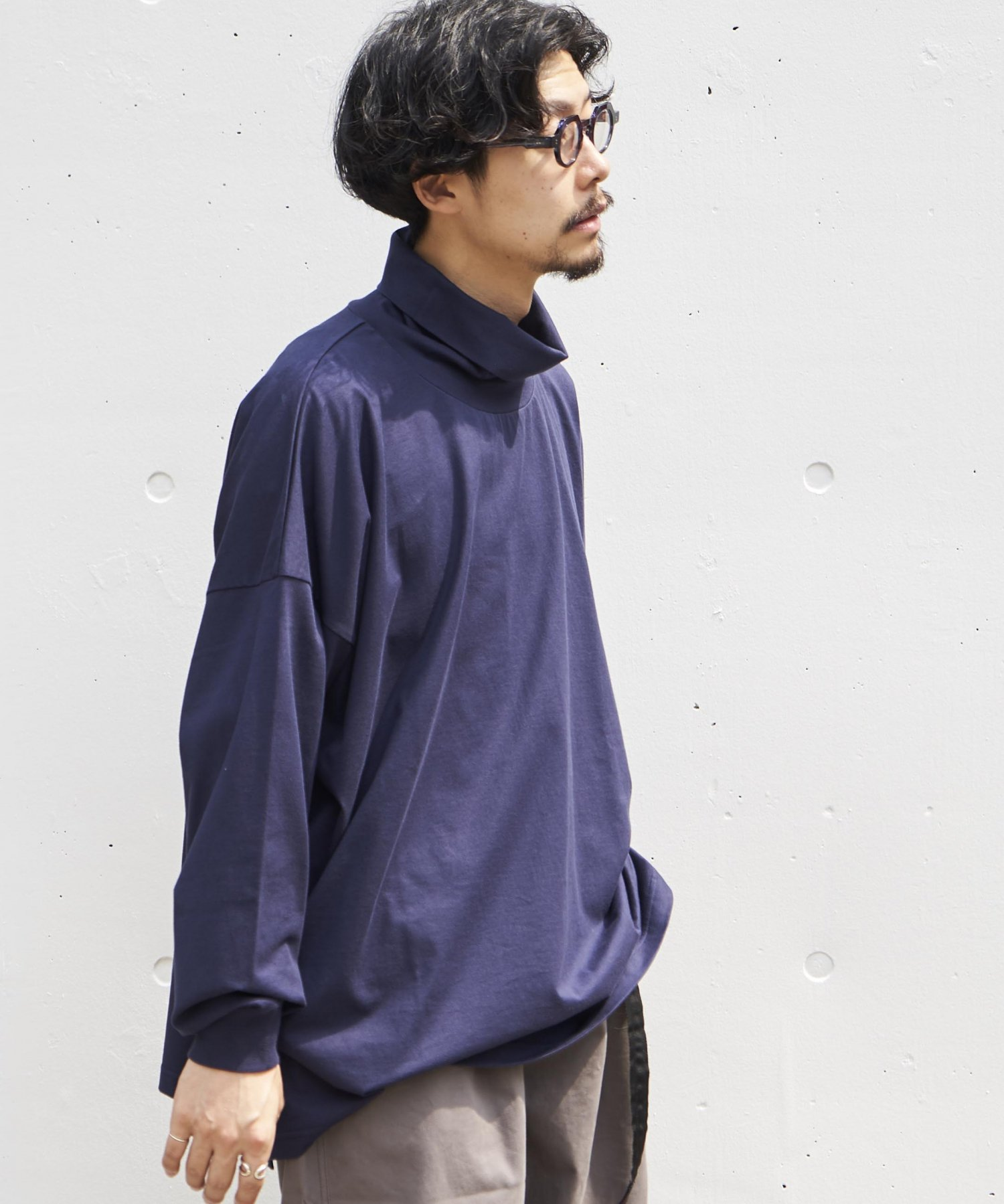 <img class='new_mark_img1' src='https://img.shop-pro.jp/img/new/icons15.gif' style='border:none;display:inline;margin:0px;padding:0px;width:auto;' />【REBIRTH PROJECT】SOUL COTTON ドロップショルダータートルネック NVY(9月上旬お届け)