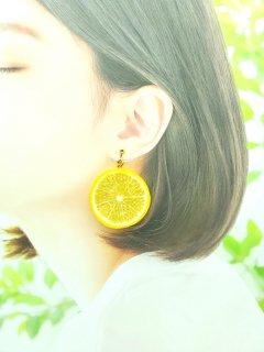 リアルなフルーツイヤリング レモン両面大