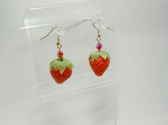リアルなフルーツピアス イチゴ小