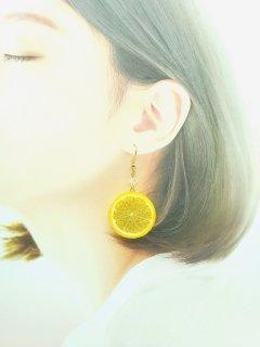 リアルなフルーツピアス レモン両面小