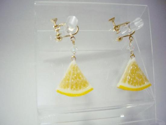 リアルなフルーツイヤリング レモン両面大 1/6カット