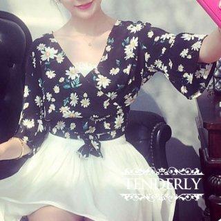 花柄フレアスリーブがキュート 裾結び風プルオーバー 黒