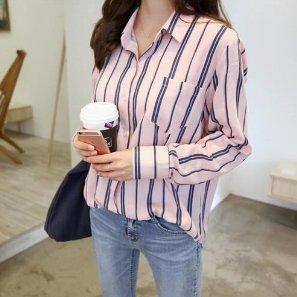 ピンクとネイビーの長袖 ストライプシャツ