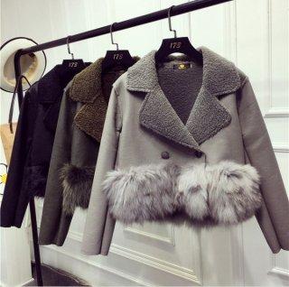 フェイクファームートンのショート丈ジャケットコート