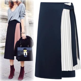 リボンベルトとプリーツが印象的なきれいめミモレ丈スカート