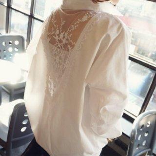 バックレースのゆったり長袖ロング白シャツ
