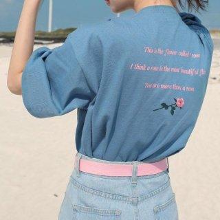 ガーリーシンプルなゆるロゴTシャツ