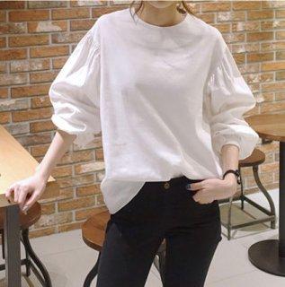 デートや女子会にも レイヤードスタイルも楽しめるボリューム袖ブラウス