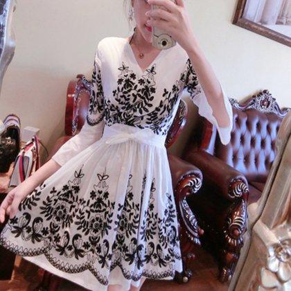 刺繍やフレア感がかわいい ミニ丈ワンピース 3色