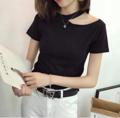 セクシーな魅力感じられる カットアウトショートスリーブTシャツ 2色 無地