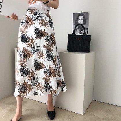 洗練レディなリーフ柄ロングフレアスカート 2色