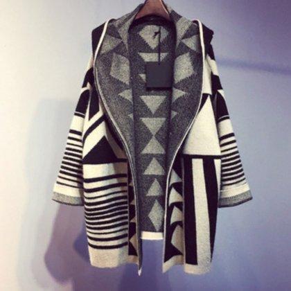 羽織りのマストアイテム 幾何学模様 フード付きロングカーディガン  個性的 ジオメトリック