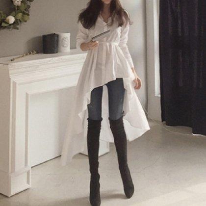 アシンメトリーのデザインが個性的なワントーンのシャツワンピース