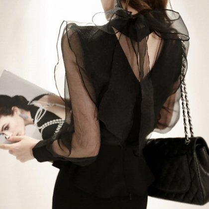 シースルーの透け感が大人セクシーなバックリボンの長袖トップス