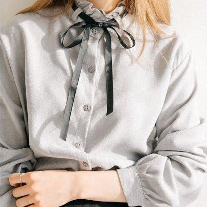 リボンタイ×レースのネックラインがガーリーな長袖ブラウス 3色