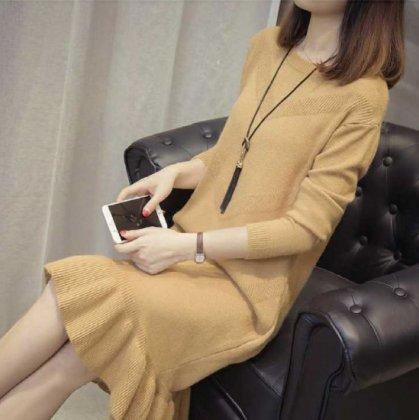 裾のフリルがキュートなゆったりニットのカジュアルワンピース 7色