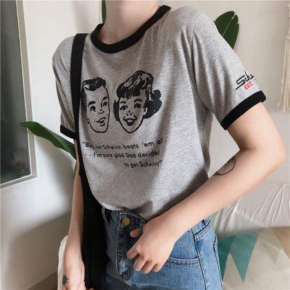 モノトーンのレトロプリントがおしゃれな個性派半袖Tシャツ トップス