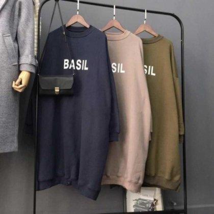ゆったりシルエットが使いやすい胸元ロゴ入り長袖のスウェットワンピース トレーナー 3色