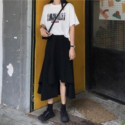 アシンメトリーなデザインがおしゃれな黒のカジュアルロングスカート