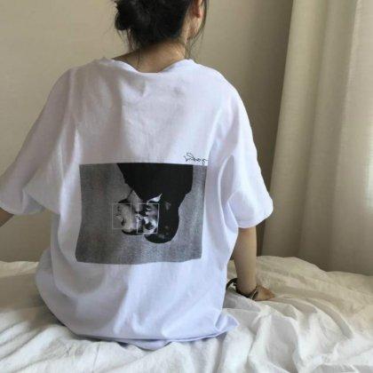 バックのモノクロプリントがおしゃれな半袖ゆったりTシャツ トップス
