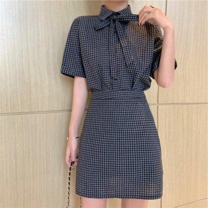 ワントーンのチェック柄がオトナかわいい胸元リボンのスカートセットアップ