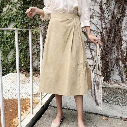 アースカラーできれいめカジュアルなサイドギャザーのラップスカート