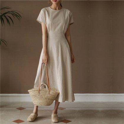 バックリボンが可愛いきれいめカジュアルな半袖シンプルワンピース 2色
