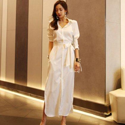 白の上品ワントーンがきれいめなウエストリボンのロングシャツワンピース