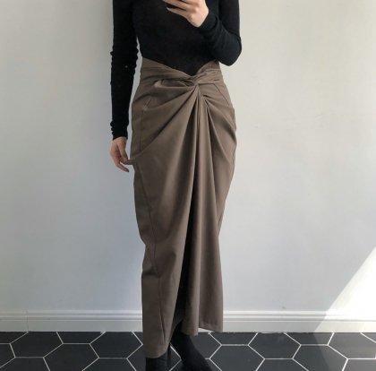 フロントツイストがおしゃれな巻きスカート風の個性派ロングスカート ボトムス