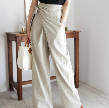 巻きスタイルがおしゃれ 上品カラーできれいめカジュアルなロング丈ラップパンツ