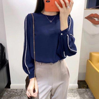 オフィスカジュアルに 刺繍のWラインがおしゃれなきれいめ長袖ブラウス 2色