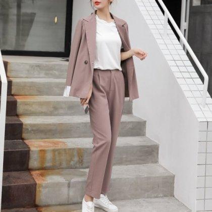 大人のオフィスカジュアルに バイカラーカフスがおしゃれなジャケットとパンツのセットアップ