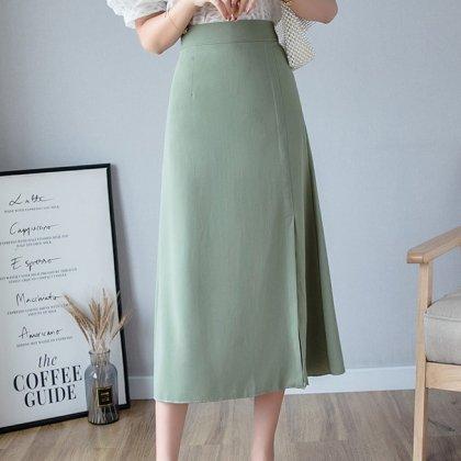 オフィスカジュアルや通勤にも きれいめで上品かわいいフレアなロングスカート 4色