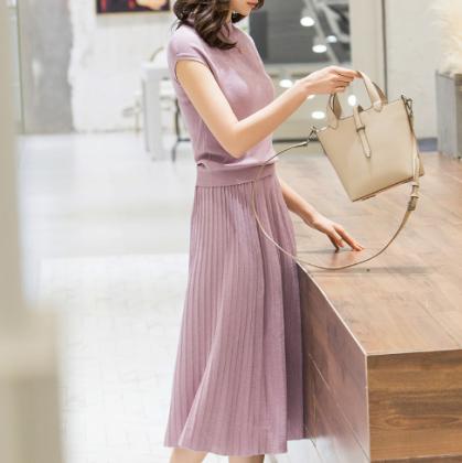 通勤コーデやお呼ばれにも 上品かわいいプリーツスカートのサマーニットセットアップ 4色
