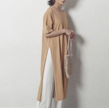 大人女子のオフスタイルに ロングスリットのきれいめカジュアルTシャツワンピース 3色