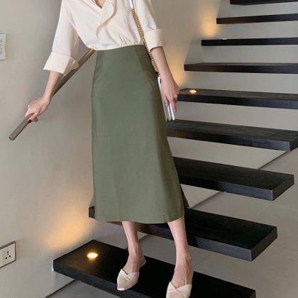 オフィスや通勤コーデにも きれいめカジュアルなミモレ丈ペンシルスカート 2色