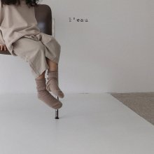 button pt<br>beige<br>『 l'eau 』<br>19FW <br>定価<s>3,200円</s><br>