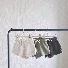Waffle short pants<br>3 color<br>『nunubiel』<br>20SS 【STOCK】<img class='new_mark_img2' src='https://img.shop-pro.jp/img/new/icons13.gif' style='border:none;display:inline;margin:0px;padding:0px;width:auto;' />