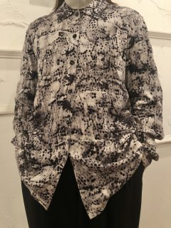 Vintage Bleach Print Rayon Shirt<img class='new_mark_img2' src='https://img.shop-pro.jp/img/new/icons50.gif' style='border:none;display:inline;margin:0px;padding:0px;width:auto;' />