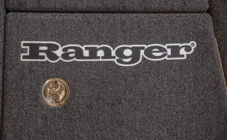 【Ranger Boats レンジャーグッズ】30×4.375/RANGER CARPET DECAL - BLACK LINEAR LOGO