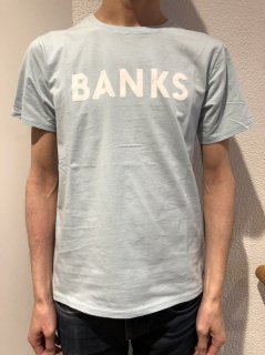 <img class='new_mark_img1' src='https://img.shop-pro.jp/img/new/icons2.gif' style='border:none;display:inline;margin:0px;padding:0px;width:auto;' />BANKS Tシャツ
